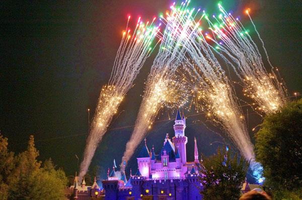 pokaz sztucznych ogni Disneyland