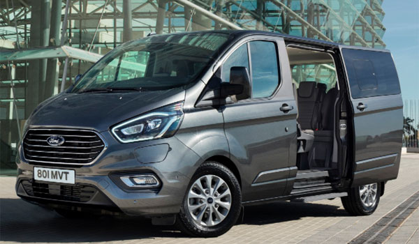 wynajem samochodu w Polsce: Ford Tourneo