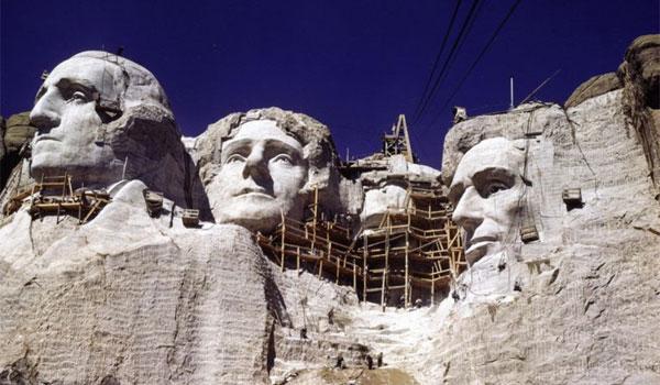 prace nad Mount Rushmore