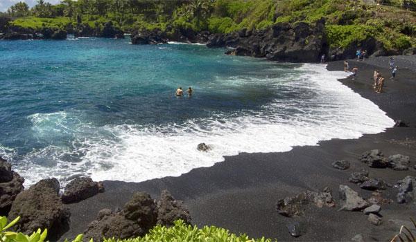 czarna plaża Maui